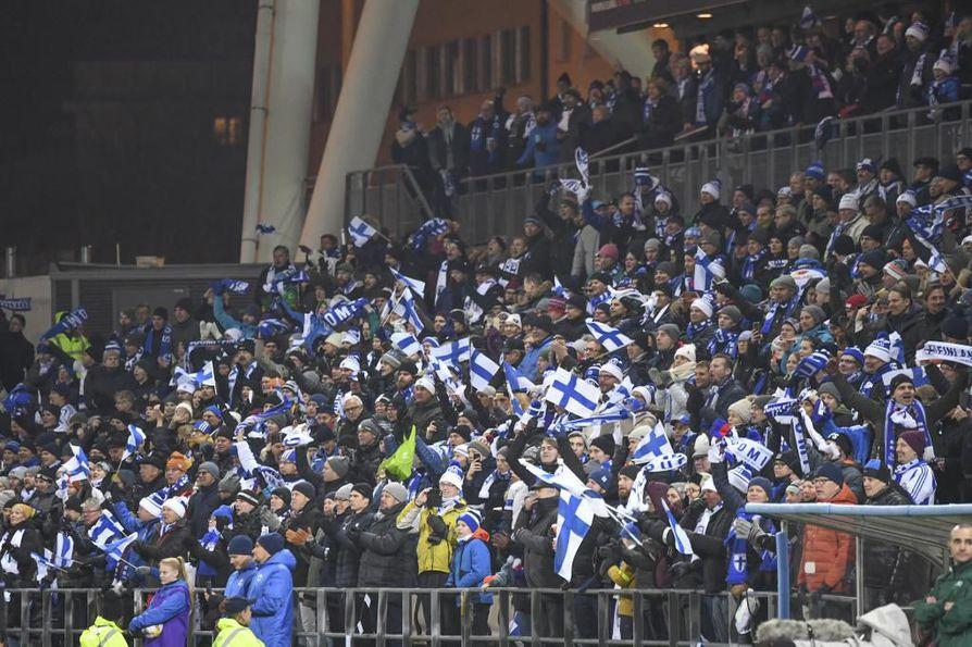 Suomi varmisti kautta aikojen ensimmäisen paikkansa miesten jalkapallon arvokisoissa voittamalla Liechtensteinin Helsingissä perjantai-iltana lukemin 3-0.
