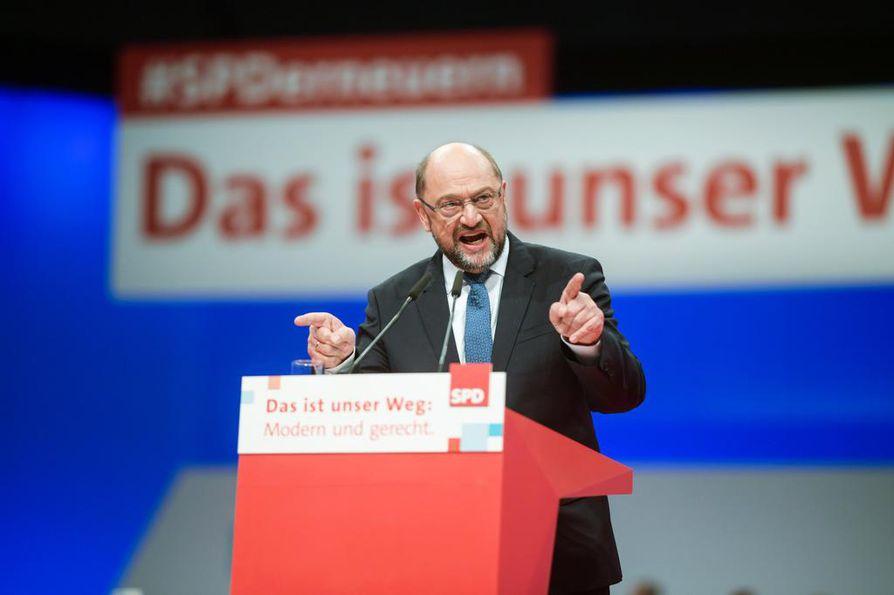 Saksan sosialidemokraattien puheenjohtaja  Martin Schulz puhui puoluekokousväelle torstaina.