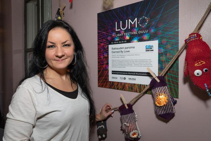 Tapahtumatuottaja Anna Lanas tietää, että Lumo-valofestivaali iskee marraskuun pimeydessä uinuvassa Oulussa juuri oikeaan saumaan.