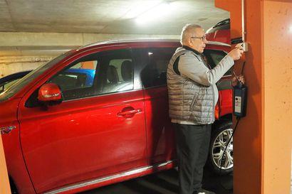 Sähköauton kotilataus ei vaadi kalliita pikalatureita – tavallinen vikavirtasuojattu pistorasia saattaa riittää hyvin