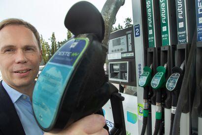 Kuinka paljon pumppuhinnat voivat vielä nousta? – Polttoaineasiantuntijat avaavat, miten maailmanmarkkinat vaikuttavat suomalaisen autoilijan kukkaroon