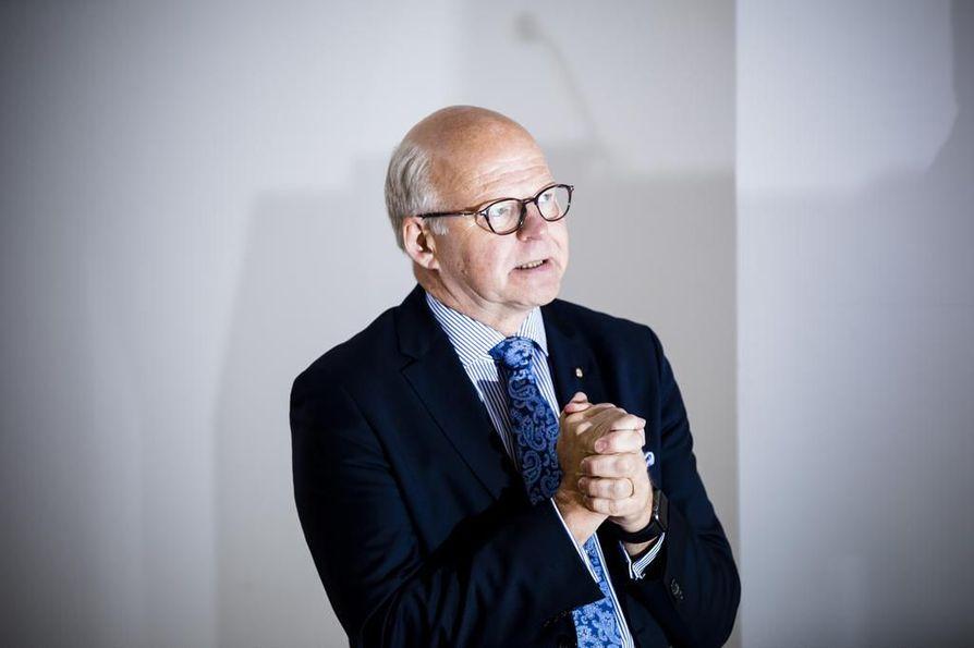 Vuorineuvos Reijo Karhinen sai kesäkuussa pääministeri Juha Sipilältä (kesk.) tehtävän laatia lista toimenpiteistä, joilla voitaisiin parantaa maatalouden yrittäjätuloa vuositasolla 500 miljoonalla eurolla.