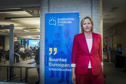 """EU-komission ykkösvirkamies varoittaa tempoilemasta koronaviestinnässä – """"Luottamus menee, jos yhtenä päivänä suositellaan maskeja ja seuraavana ei"""""""