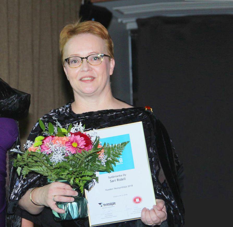 Oululainen Sari Ridell ja  Sydänlanka Oy saivat Vuoden  Yksinyrittäjä -palkinnon.