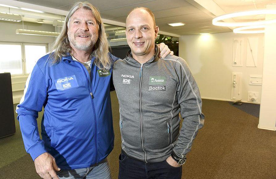 Luisteluliiton urheilutoimenjohtaja Janne Hänninen (oik.) on tyytyväinen uuden päävalmentajan Peter Muellerin tuomaan harjoituskulttuurin muutokseen.