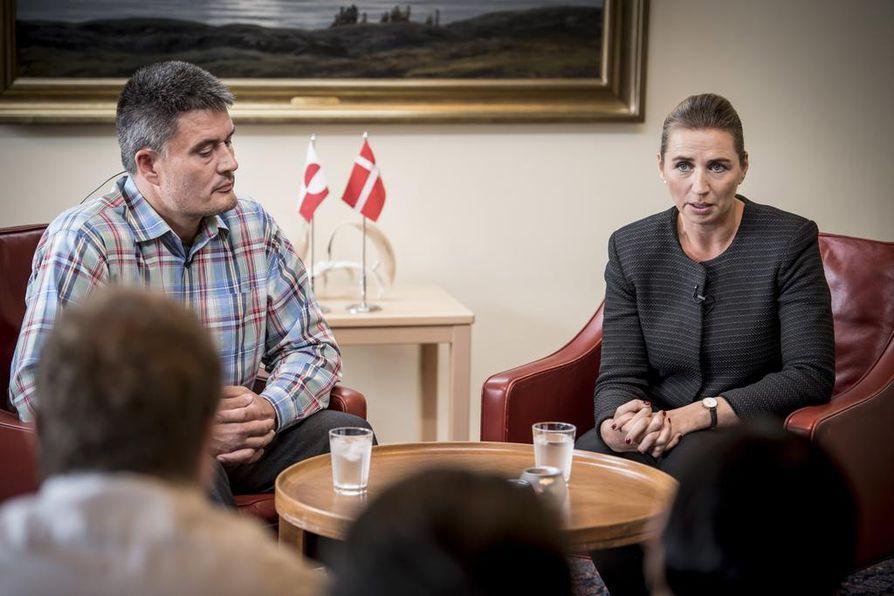 Presidentti Donald Trumpin oli tarkoitus tavata Kööpenhaminassa Tanskan pääministeri Mette Frederiksen (oik.) ja Grönlannin pääministeri Kim Kielsen.