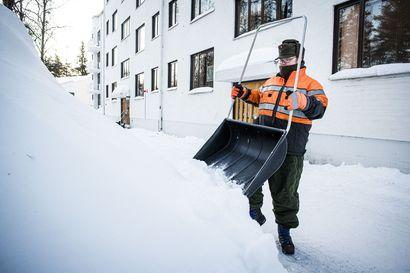 Lumitöitä riittää – Rovaniemellä on nyt lunta lähes viidenneksen keskimääräistä enemmän, katso tammikuun lumi- ja lämpötilamäärät vuosien varrelta