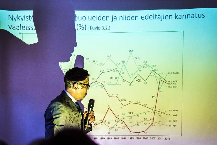 Valtiotieteen professori Kimmo Grönlundin mukaan median ja poliitikkojen painotukset Oulun seksuaalirikosasia julkisessa käsittelyssä ovat vahvistaneet perussuomalaisten kannatusta.