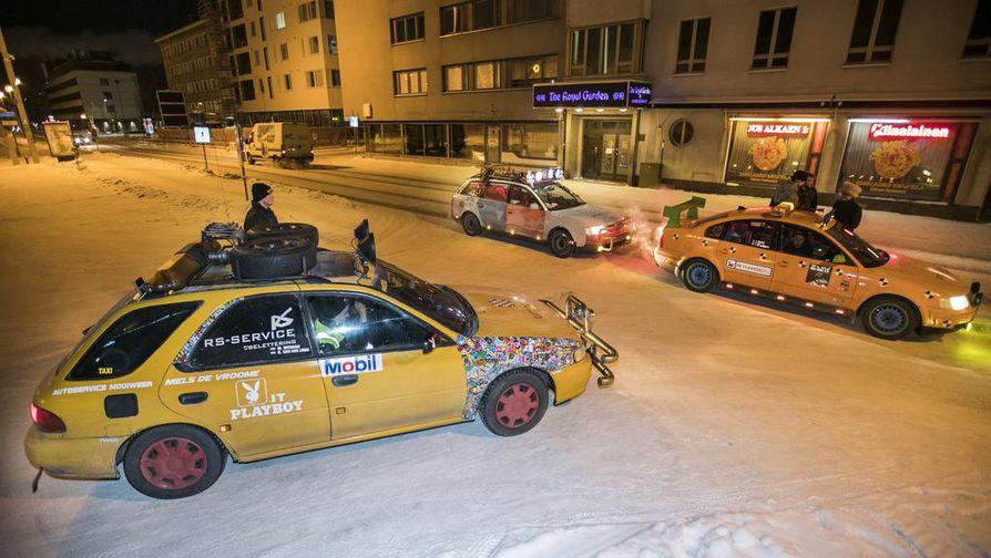 Oululaiset ihmettelivät maanantaina, miksi kaupungilla ajelee hassuja autoja, joiden katolla on hassuja tavaroita.