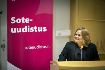 Tuoko sote-uudistus Oulaskankaan, Raahen ja Kuusamon päivystykset Ouluun? Ministeri Krista Kiurun vierailu herätti kysymyksiä siitä, miten yksityistä työvoimaa käyttäville päivystyksille käy