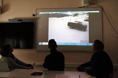 Lumikuorma rysäytti Sodankylän vanhan jäähallin pressukaton - ihmisiä oli sisällä vain reilu kymmenen minuuttia sitä ennen