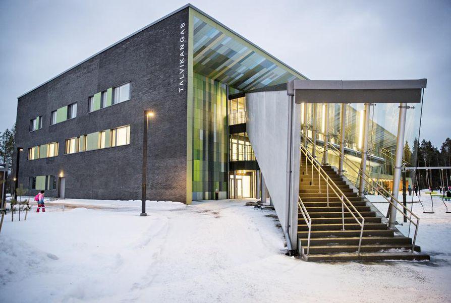 Palveluverkkouudistus esittää yhteisen olohuoneen sijoittamista muun muassa Talvikankaan koululle. Arkistokuva.