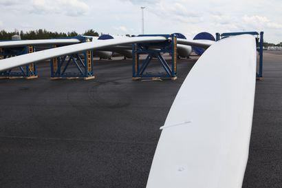 Tuulivoimaloiden osia kuljetetaan heinäkuussa Raahen sataman kautta Pyhäjoen Polusjärvelle