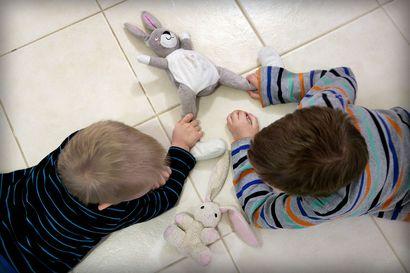 """Äärirajoille viety hygieenisyys voi aiheuttaa haittaa lasten terveydelle – Lastenlääkäri: """"Lapsen pitääkin altistua kaikelle, myös viruksille"""""""