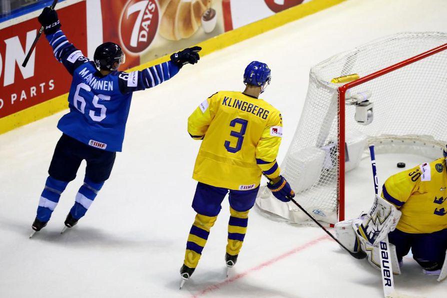 Sakari Manninen täräytti Leijonat unelmakudillaan välieriin. NHL-miljonääri John Klingbergin ja Tre Kronorin kisat päättyivät tylyyn tappioon.